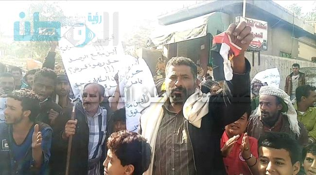 يافع: مظاهرات غاضبة مطالبة برحيل الامارات و الانتقالي و ترفع علم الوحدة